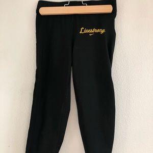 Nike LiveStrong cropped athletic leggings
